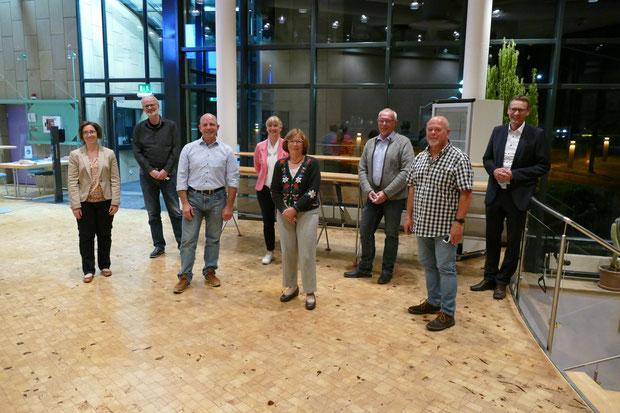 Die neue Vorstandschaft mit Bürgermeister Thomas Csaszar (rechts). Zwei Mitglieder fehlen.