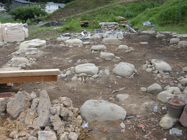 古民家の礎石 まるで遺跡のようです