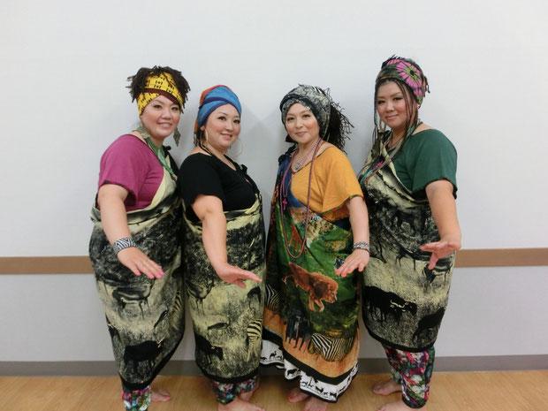 四大陸レディ-ス 左からTomoko 南アメリカ、Ako 西ユーラシア、Tamaki 東ユーラシア、Keiko アフリカ