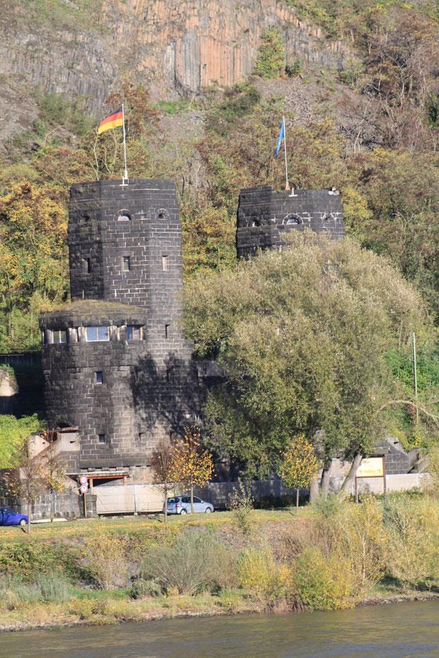Die Reste der berühmten Brücke von Remagen.