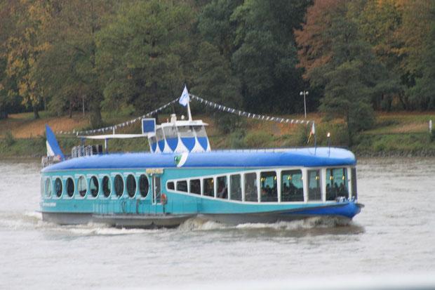 Moby Dick auf dem Rhein.