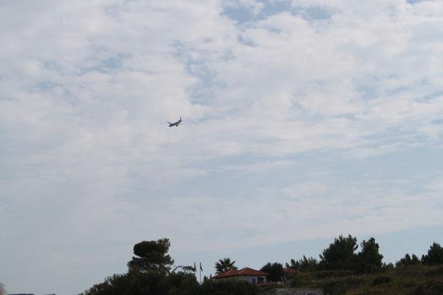 Flieger über der Insel Supetar.