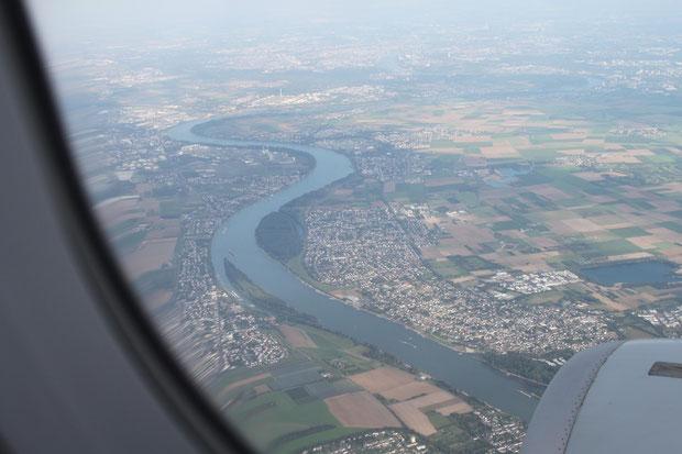 Über den Rhein zum Airport Köln-Bonn.