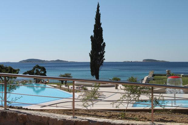 Der neue Swimmingpool vom Hotel Astarea.