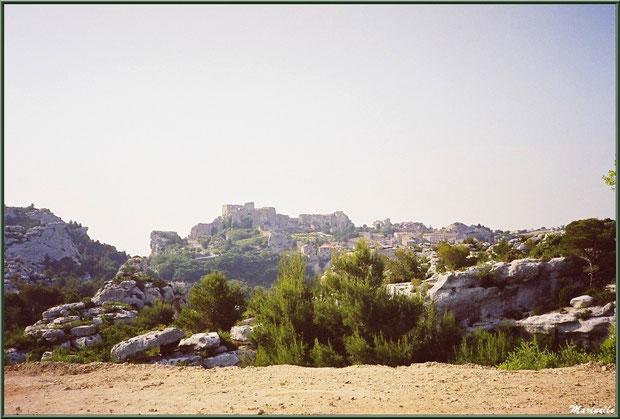 Les Baux-de-Provence sur son plateau rocheux (vue depuis le Val d'Enfer), Alpilles (13)