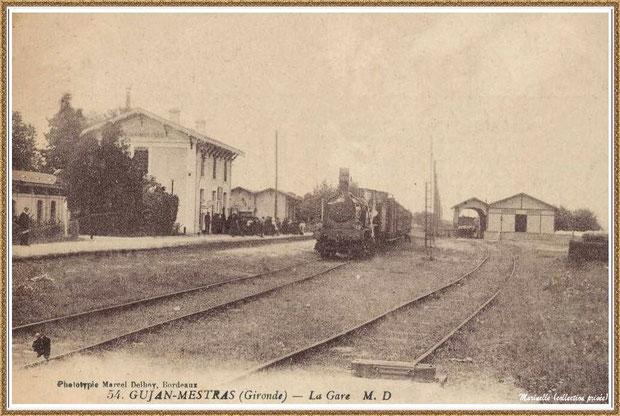 Gujan-Mestras autrefois : quai de la gare avec ses voyageurs, un train à vapeur et, tout à droite, les hangards à marchandises, Bassin d'Arcachon (carte postale, collection privée)