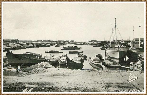 Gujan-Mestras autrefois : Pinasses, chalands... dans la darse principale du Port de Larros, Bassin d'Arcachon (carte postale, collection privée)