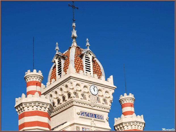 Chapelle Algérienne, façade, le clocher et ses tours,  Village de L'Herbe, Bassin d'Arcachon (33)