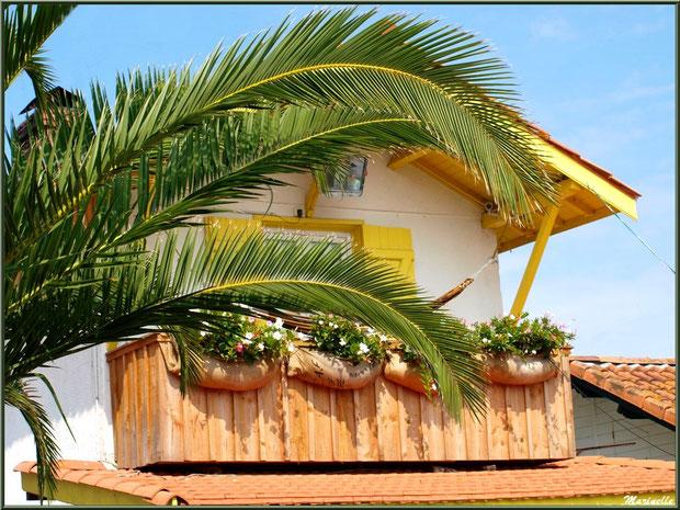 Balcon d'une maison, Village de L'Herbe, Bassin d'Arcachon (33)