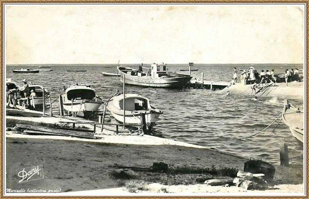 Gujan-Mestras autrefois : Entrée du Port du Canal avec ses quais et les joies de la baignade, Bassin d'Arcachon (carte postale, version NB, collection privée)