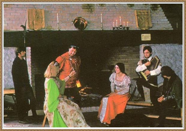"""Gujan-Mestras autrefois : Taverne """"La Pigne de Pin"""" avec son immense cheminée, Village Médiéval d'Artisanat d'Art de La Hume, Bassin d'Arcachon (carte postale, collection privée)"""