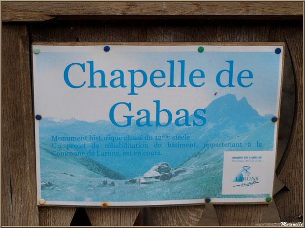 Panneau à côté du portail menant à la chapelle du hameau de Gabas, Vallée d'Ossau