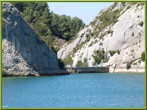 Le lac de Peiroou et le mur du barrage à Saint Rémy de Provence, Alpilles (13)