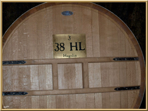 """Barrique """"Hugolin"""" dans la cave souterraine du Château Romanin à Saint Rémy de Provence, Alpilles (13)"""