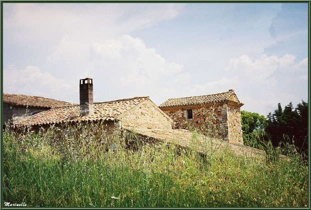 Bâtisse sur la route menant au village de Roussillon, Lubéron (84)