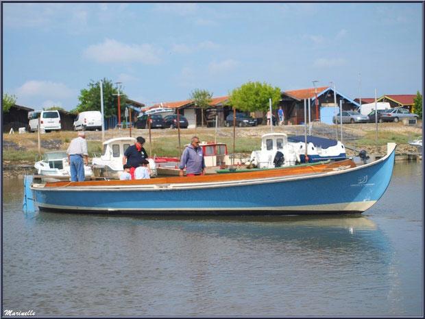 Pinasse partant à la pêche à la sardine - Fête du Retour de la Pêche à la Sardine 2014 à Gujan-Mestras, Bassin d'Arcachon (33)