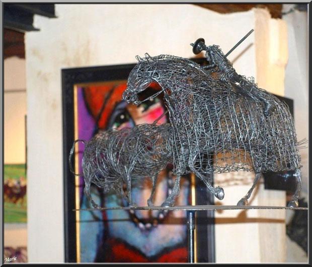 Sculpture corrida dans une des nombreuses galeries d'art dans le centre ville à Saint Rémy de Provence, Alpilles (13)
