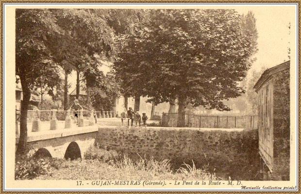 Gujan-Mestras autrefois : Cours de Verdun, à l'époque Route Départementale, au niveau du petit pont (sens direction Le Teich), Bassin d'Arcachon (carte postale, collection privée)