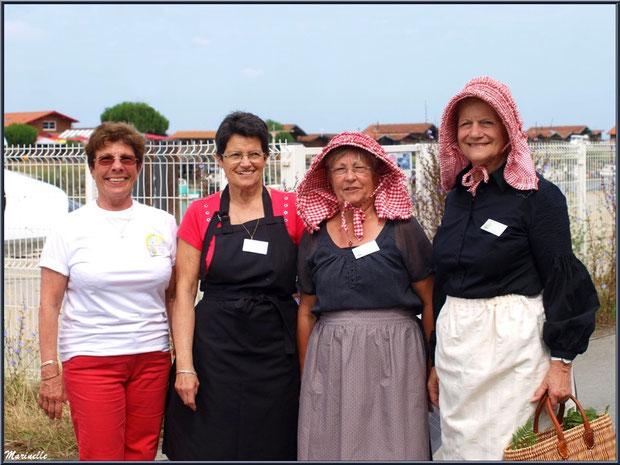 Groupe de femmes attendant le retour des pêcheurs de sardine - Fête du Retour de la Pêche à la Sardine 2014 à Gujan-Mestras, Bassin d'Arcachon (33)