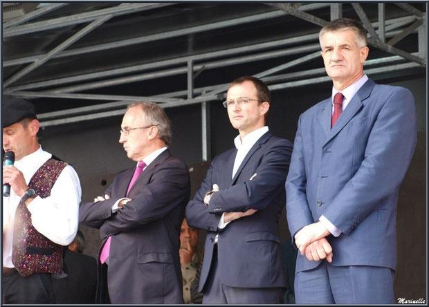 De droite à gauche, le Député Jean Lassale, le Sous-Préfet Samuel Bouju et le Maire de Laruns Robert Casadebaig, Fête au Fromage, Hera deu Hromatge, à Laruns en Vallée d'Ossau (64)