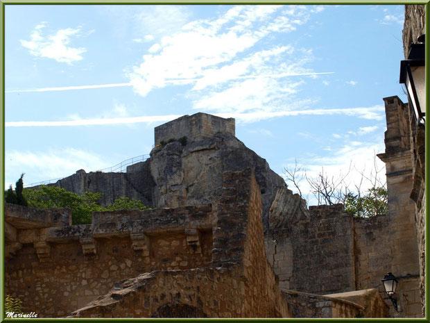 Ruines et vestiges dans une ruelle, Baux-de-Provence, Alpilles (13)