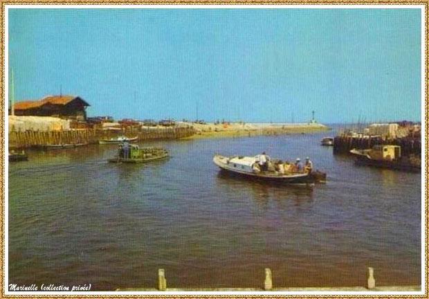 Gujan-Mestras autrefois : Départ pinasse et bateau chaland pour les parcs, entre darses principale et secondaire, Port de Larros et Jetée du Christ, Bassin d'Arcachon (carte postale, collection privée)