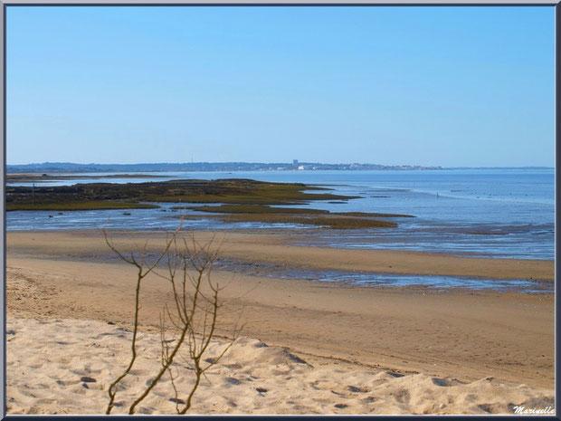 La plage, le Bassin à marée basse avec en fond Arcachon, Sentier du Littoral, secteur Moulin de Cantarrane, Bassin d'Arcachon