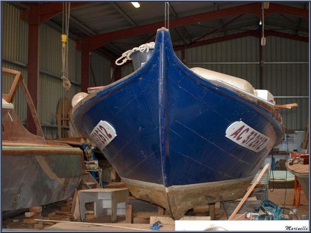 """Pinasse """"Mélodie"""" au Chantier Naval Debord et Charmet, Port de Meyran à Gujan-Mestras, Bassin d'Arcachon (33)"""
