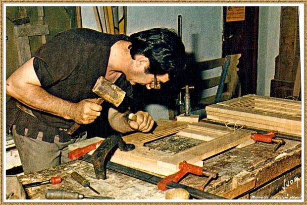 Gujan-Mestras autrefois : Atelier du menuisier-ébéniste au Village Médiéval d'Artisanat d'Art de La Hume, Bassin d'Arcachon (carte postale, collection privée)