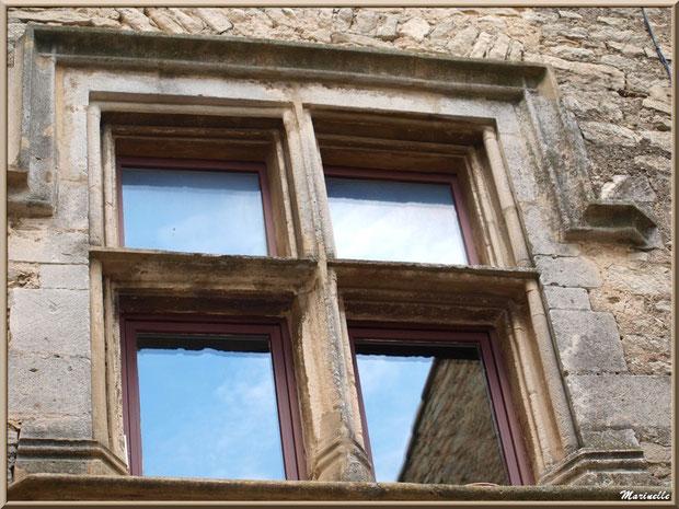 Le château et ses fenêtres à meneaux - Goult, Lubéron - Vaucluse (84)