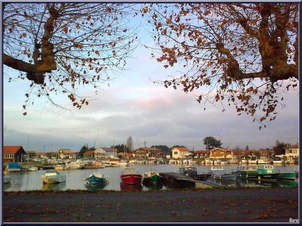Fin d'après-midi automnale sur le port ostréicole de La Teste de Buch, Bassin d'Arcachon
