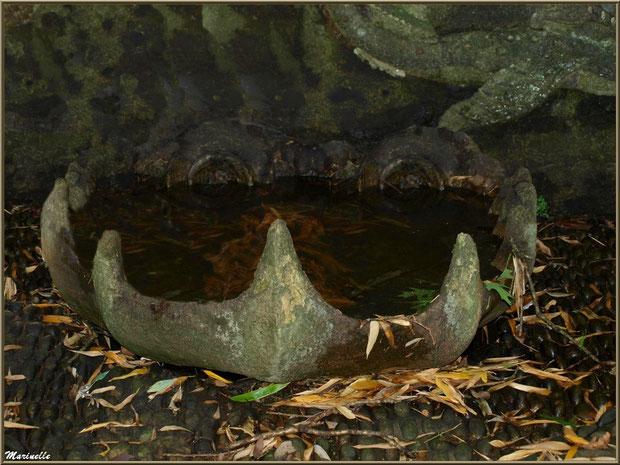La Grotte Italienne et ses personnages marins en coquillages (bas et sol du mur du fond en façade) - Les Jardins du Kerdalo à Trédarzec, Côtes d'Armor (22)