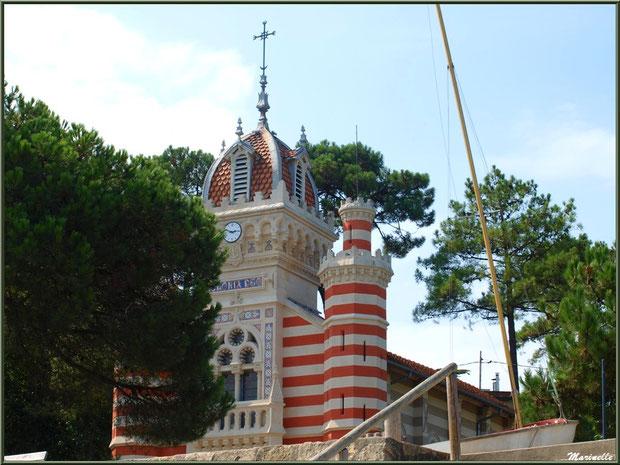 Chapelle Algérienne vue depuis la plage en contrebas de la jetée, Village de L'Herbe, Bassin d'Arcachon (33)
