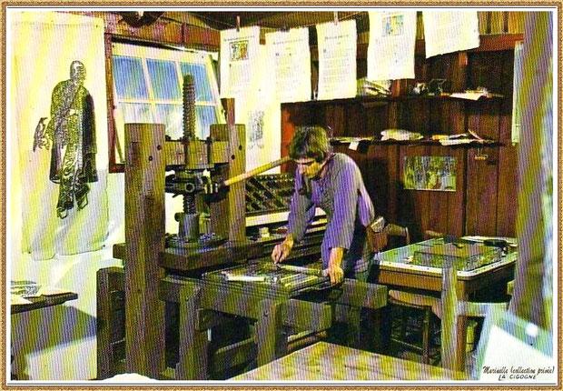 Gujan-Mestras autrefois : Atelier de l'imprimeur au Village Médiéval d'Artisanat d'Art de La Hume, Bassin d'Arcachon (carte postale, collection privée)