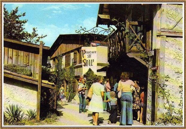 Gujan-Mestras autrefois :  Rue de la Sénéchalerie au Village Médiéval d'Artisanat d'Art de La Hume, Bassin d'Arcachon (carte postale, collection privée)