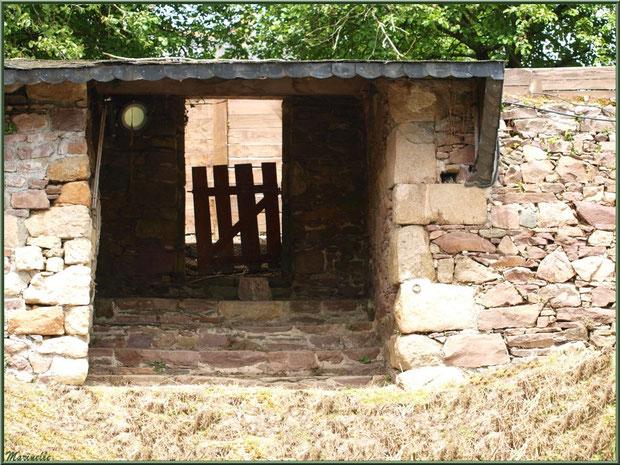 Lavoir déserté donnant sur Le Trieux, Pontrieux, Côte d'Armor (22)