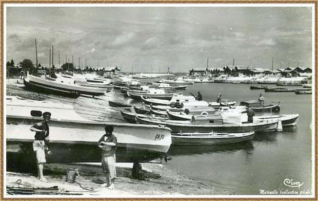 Gujan-Mestras autrefois : Pinasses, pinassottes et chalands dans la darse principale du Port de Larros, Bassin d'Arcachon (carte postale, collection privée)