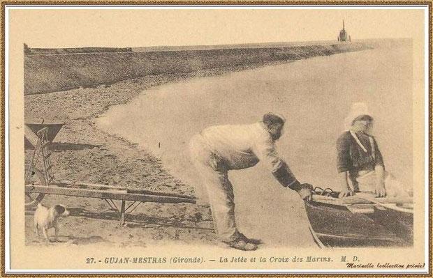 Gujan-Mestras autrefois : couple de d'ostréiculteurs devant la Jetée du Christ au Port de Larros, Bassin d'Arcachon (carte postale, collection privée)