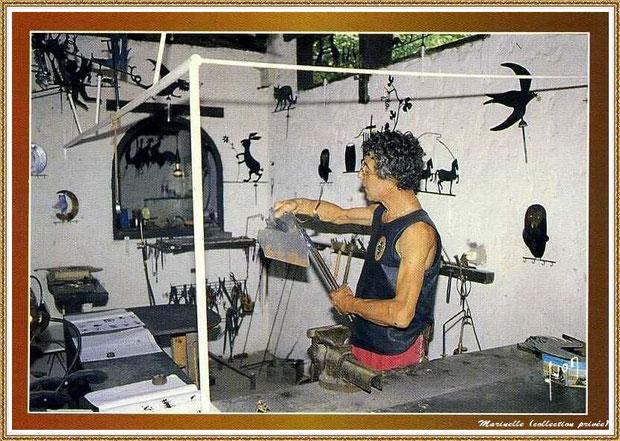 Gujan-Mestras autrefois : Atelier du girouettier au Village Médiéval d'Artisanat d'Art de La Hume, Bassin d'Arcachon (carte postale, collection privée)