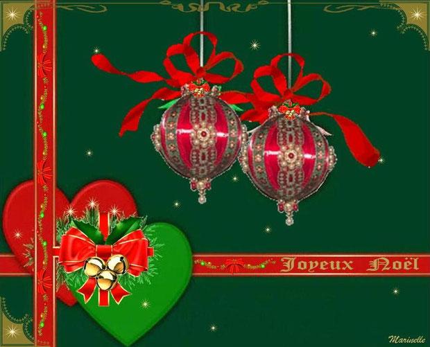 Joyeux Noël : coeurs et boules en décor vert et rouge