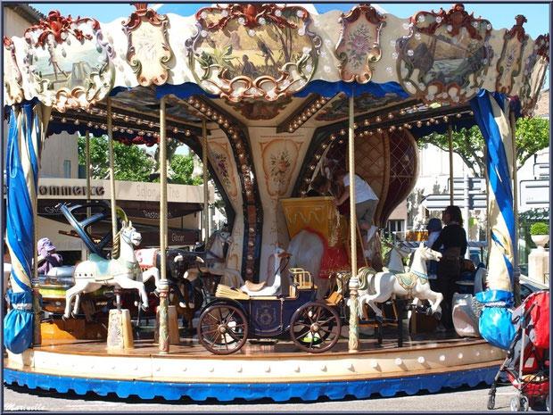Le carrousel, Place de la République à Saint Rémy de Provence, Alpilles (13)