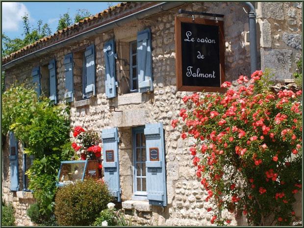 Ruelle et boutique à Talmont-sur-Gironde, Charente-Maritime
