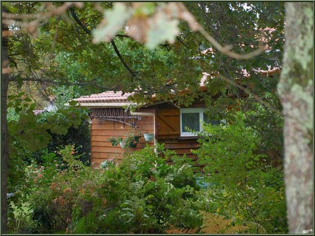 Maisonnette en bordure du Canal des Landes au Parc de la Chêneraie à Gujan-Mestras (Bassin d'Arcachon)