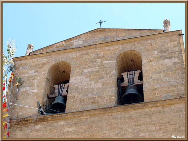 Eglise Notre Dame de Beaulieu, village de Cucuron, Lubéron (84) : clocher en façade