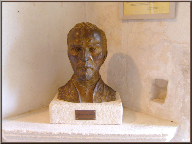 Le buste de Van Gogh à l'intérieur du monastère de Saint Paul de Mausole à Saint Rémy de Provence (Alpilles - 13)