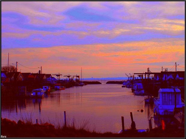 Le port d'Arès au soleil couchant, Bassin d'Arcachon