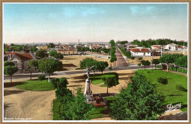 Gujan-Mestras autrefois : vue aérienne de la Place de la Mairie et le Lotissement de la Gare, Bassin d'Arcachon (carte postale, collection privée)