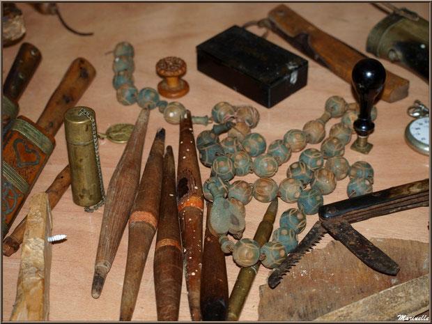 Exposition objets ou matériel anciens, sous la halle municipale, Fête au Fromage, Hera deu Hromatge, à Laruns en Vallée d'Ossau (64)