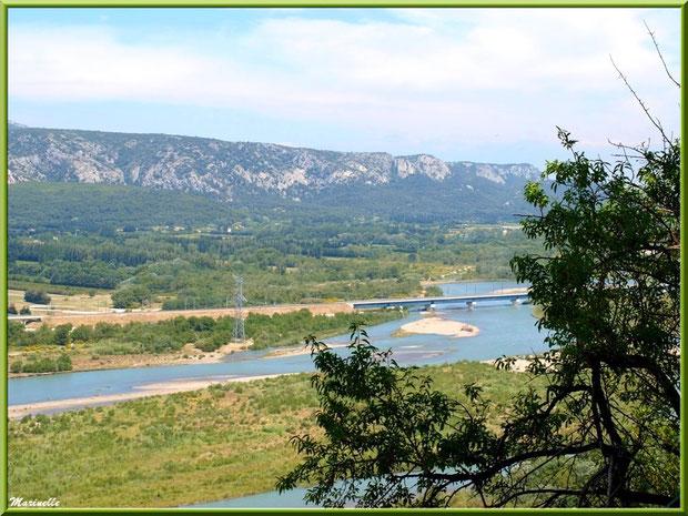 La vallée de la Basse Durance : ici vue depuis les hauteurs du village d'Orgon (13)