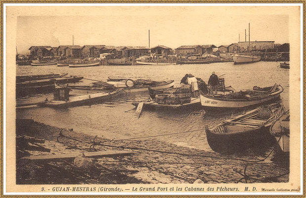 Gujan-Mestras autrefois : Ostréiculteurs au travail sur un chaland dans la darse principale du Port de Larros, Bassin d'Arcachon (carte postale, collection privée)